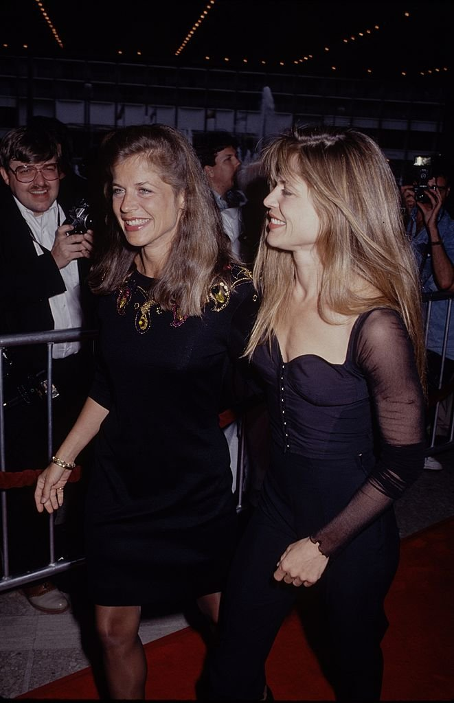 """Linda Hamilton with her twin sister Leslie at the premiere of """"Terminator 2""""  at the Cineplex Odeon Century Plaza Cinemas on July 1, 1991. 