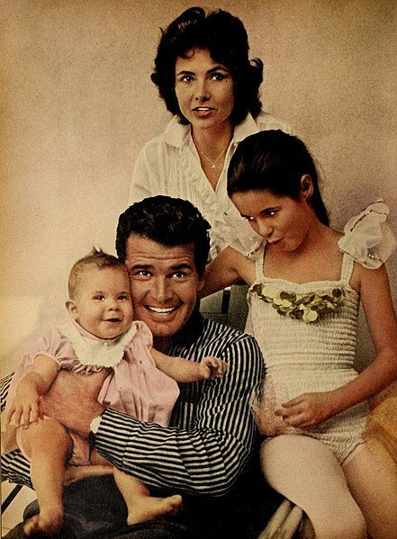 James Garner and his family in 1959. | Source: Wikimedia Commons