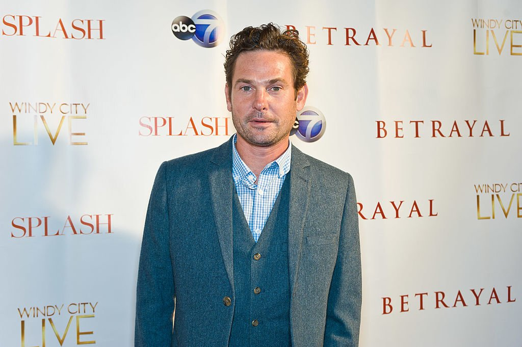 "Henry Thomas assiste à la première de ""Betrayal"" d'ABC au Vertigo Sky Lounge le 23 septembre 2013 à Chicago, Illinois.  