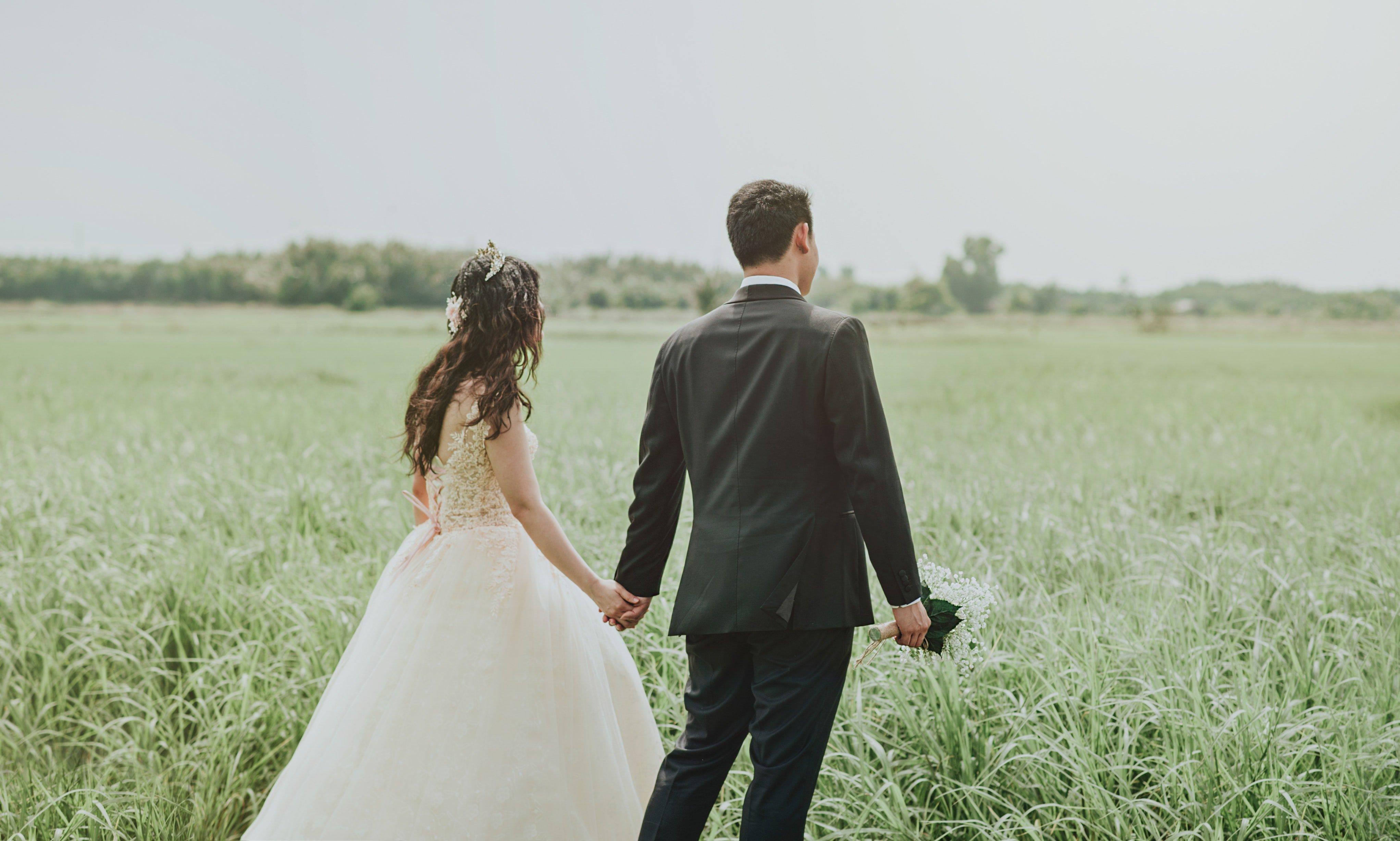 Novios recién casados | Foto: Pexels