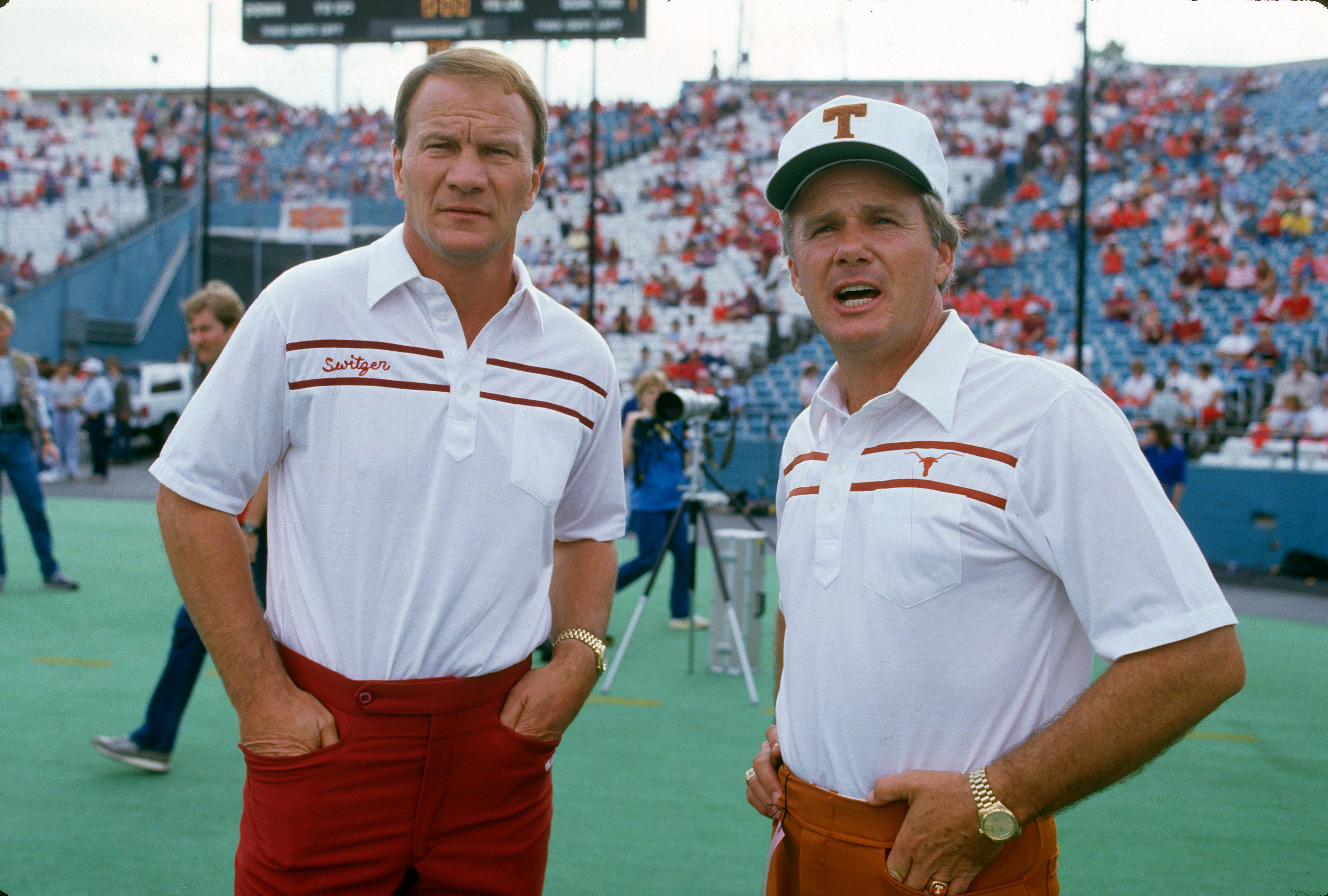 Barry Switzer of the University of Oklahoma and Fred Akers looks on prior to their NCAA football game October 11, 1986, in Dallas, Texas.   Photo: Getty Images