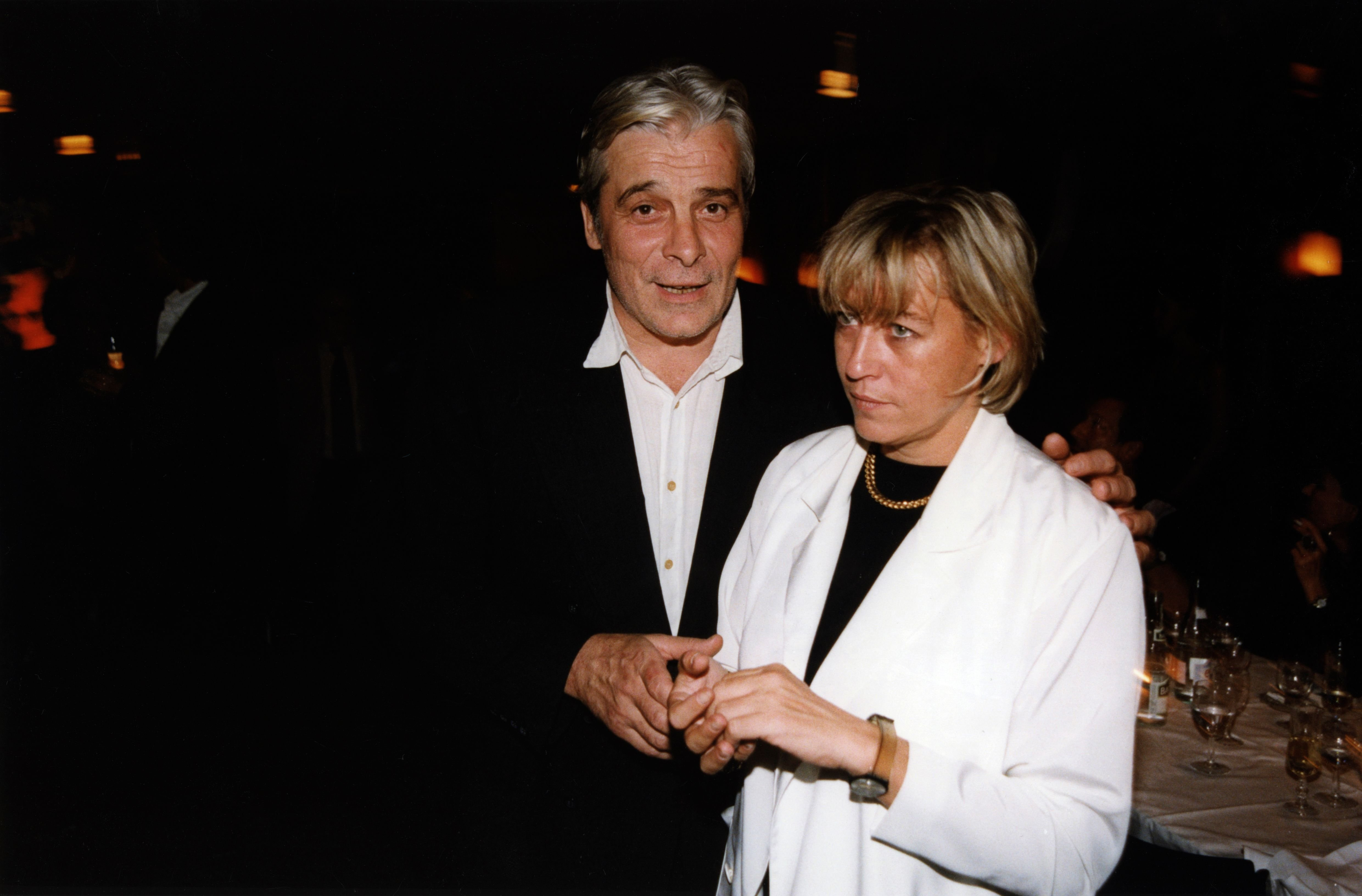 Jacques Weber et sa femme Christine le 16 septembre 1998 à Paris, France. | Photo : Getty Images