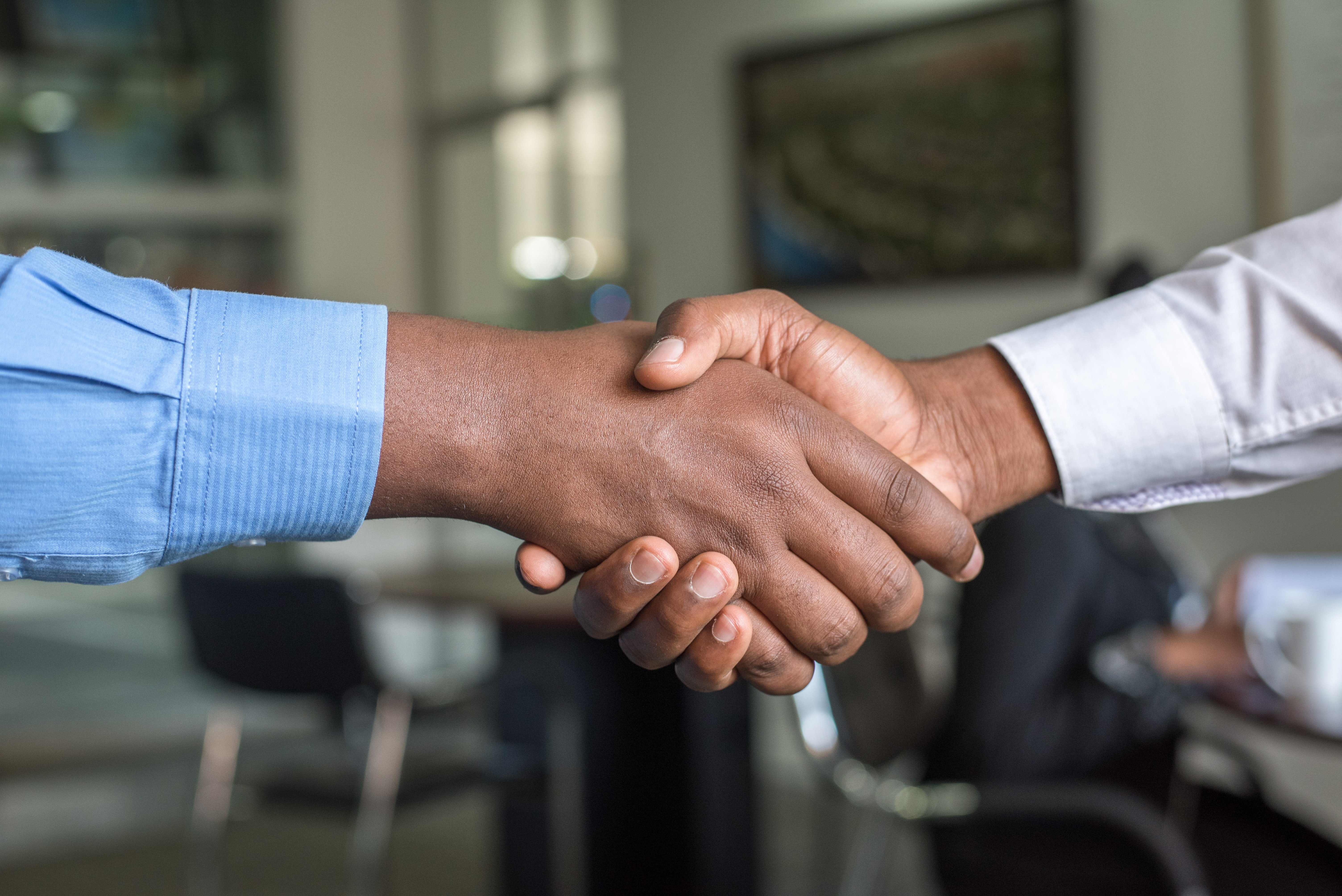 Two people shaking hands | Source: Unsplash