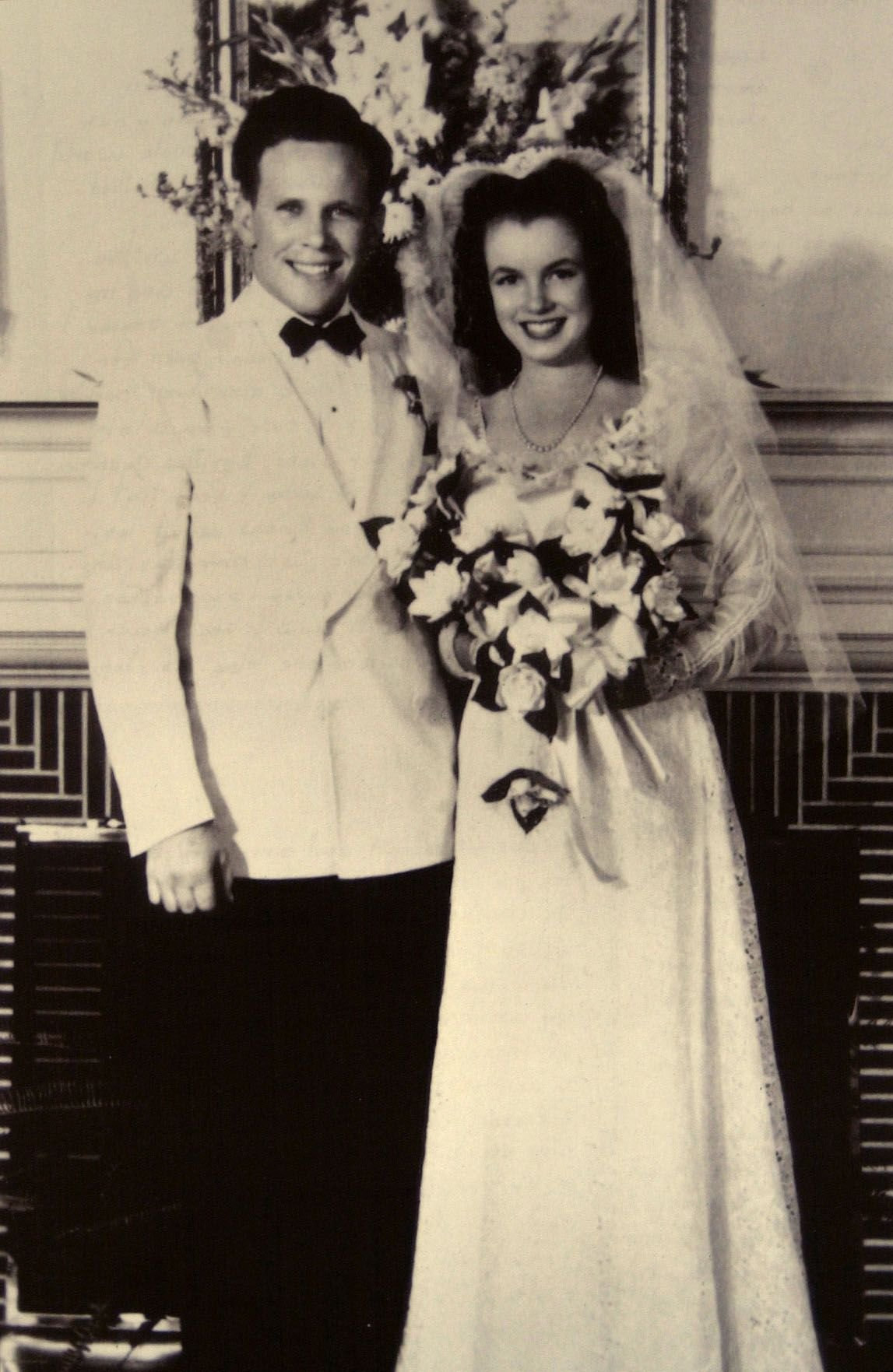 Jim Dougherty and the 16-year-old Norma Jean Baker on their wedding day in June of 1942 | Source: Getty Images