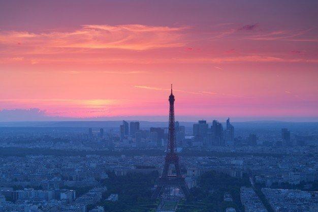 Le tour Eiffel vu du soir |  Source: Freepik
