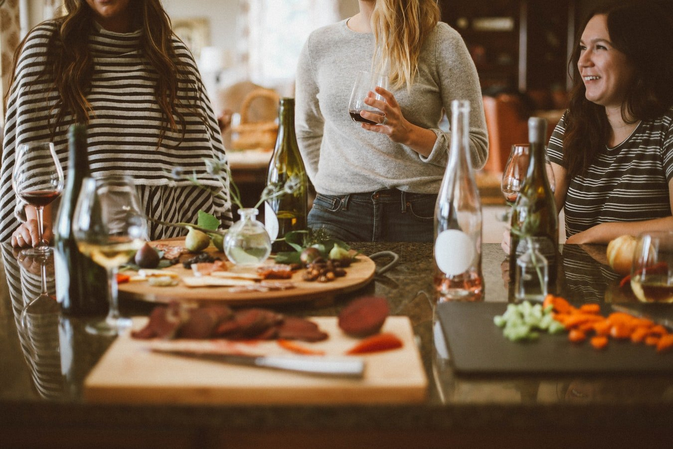 At the dinner party | Source: Unsplash
