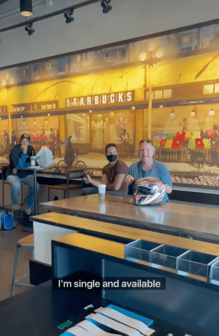 Customers sit inside of a Starbucks cafe as a customer tells people that she is single and available | Photo: TikTok/rosette_luve