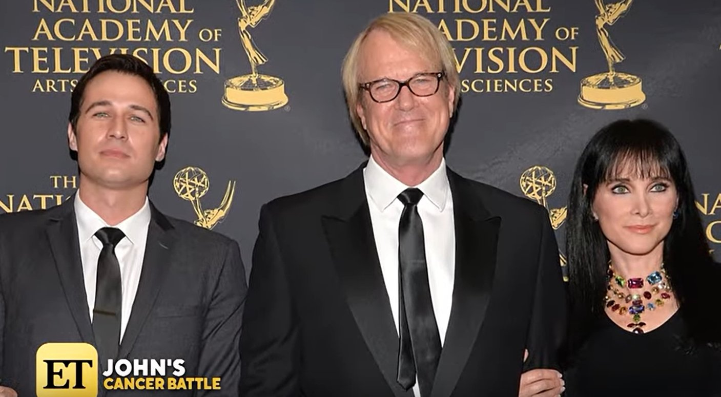 John Tesh poses at the National Academy of Television Awards in throwback from Entertainment Tonight with Mary Hart | Photo: YouTube/ Entertainment Tonight