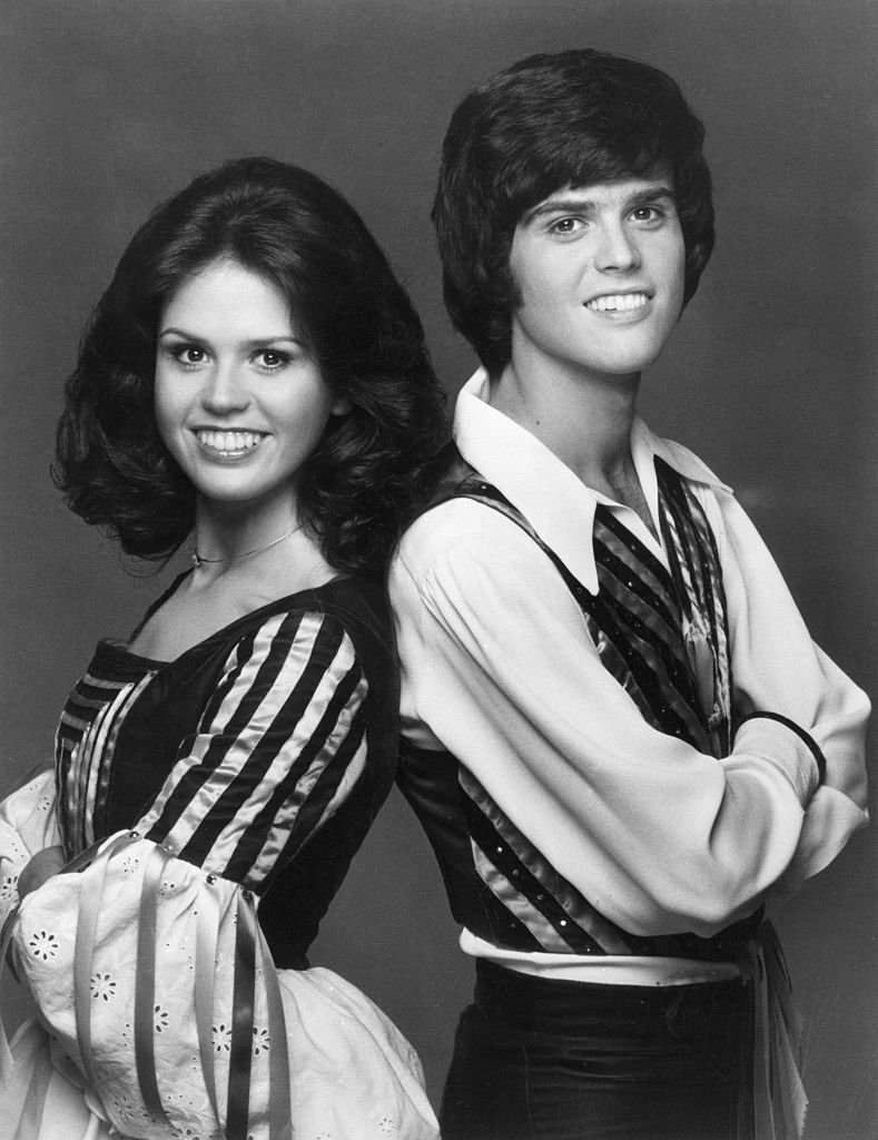 Donny and Marie Osmond take a portrait photo in 1975 | Photo: Getty Images