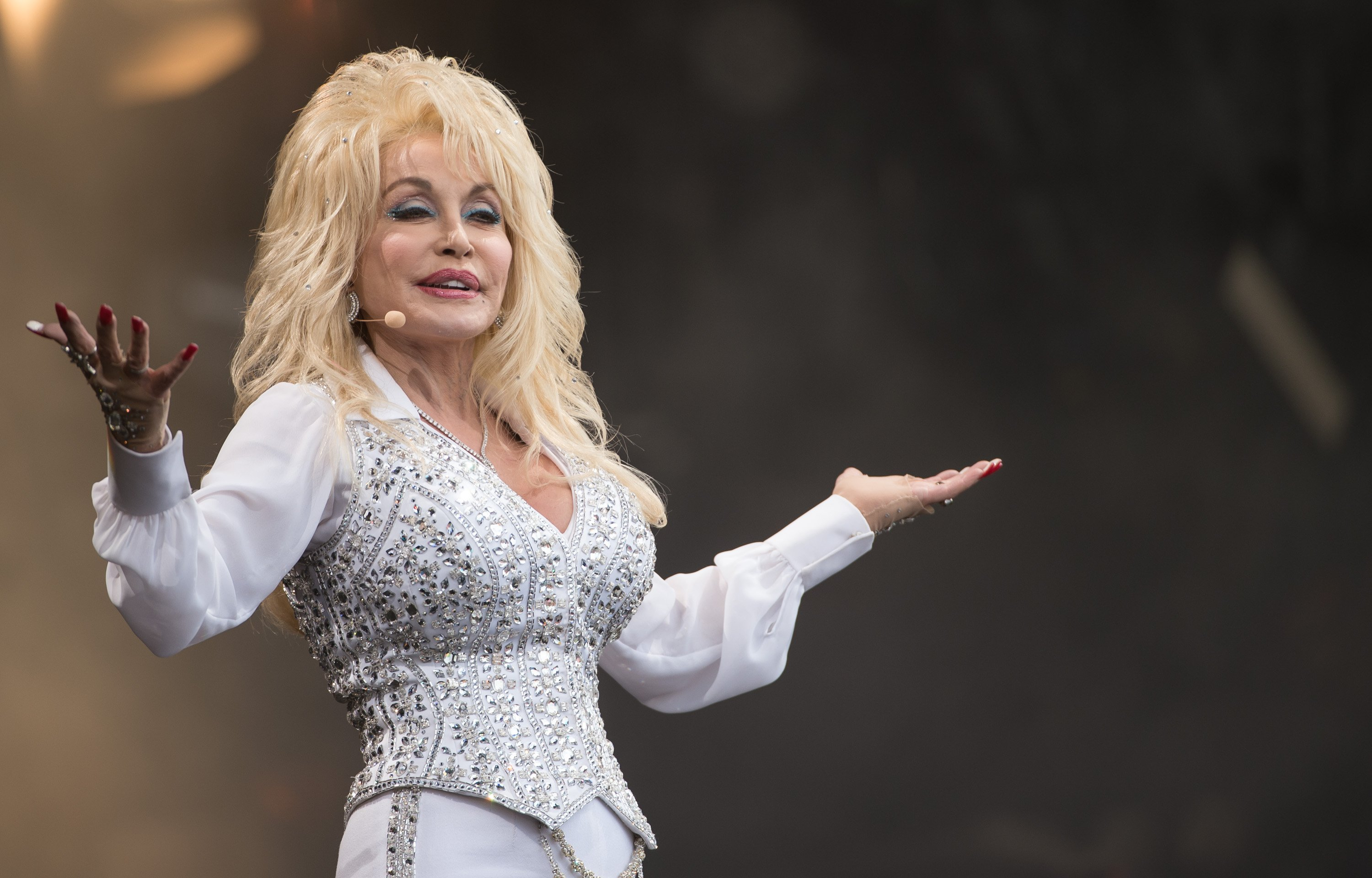 Dolly Parton performs on the Pyramid Stage during Day 3 of the Glastonbury Festival at Worthy Farm on June 29, 2014 |Photo: Getty Images