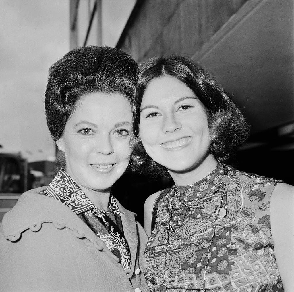 Shirley Temple and Linda Susan at London Airport, July 1971 | Source: Getty Images