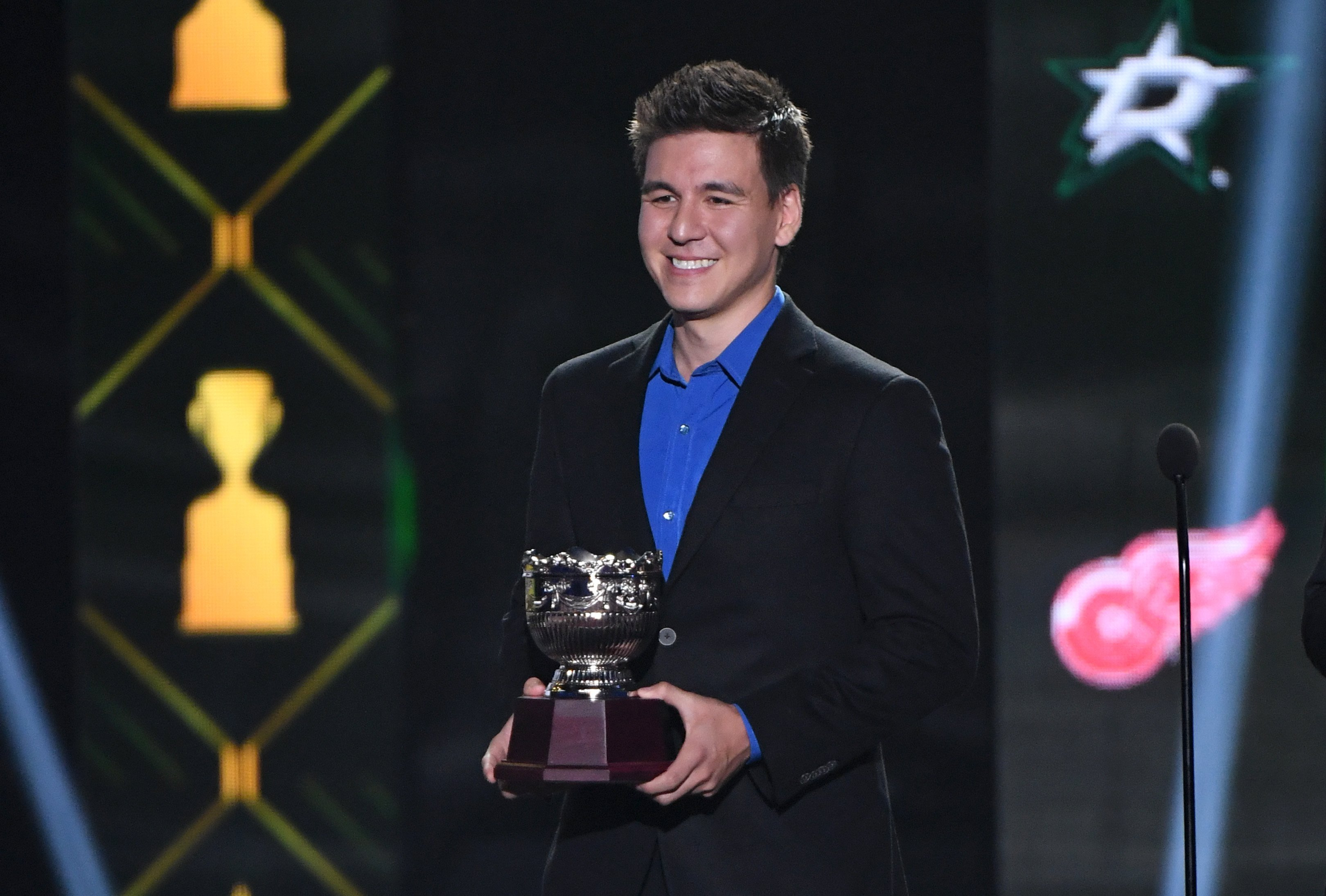 James Holzhauer presents the Frank J. Selke Trophy during the 2019 NHL Awards at the Mandalay Bay Events Center on June 19, 2019 in Las Vegas, Nevada | Photo: Getty Images