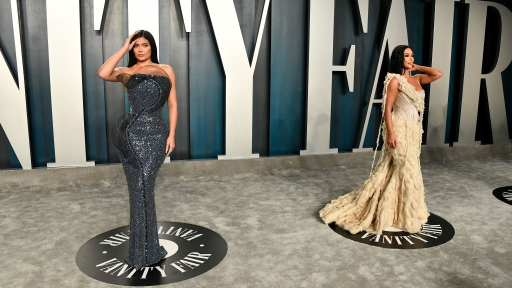 Kylie Jenner and Kim Kardashian attend the 2020 Vanity Fair Oscar Party | Photo: Getty Images