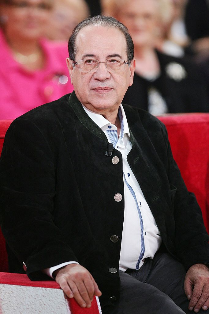 "Jean-Luc Azoulay assiste à l'émission ""Vivement Dimanche"" le 16 novembre 2011 à Paris, France. 