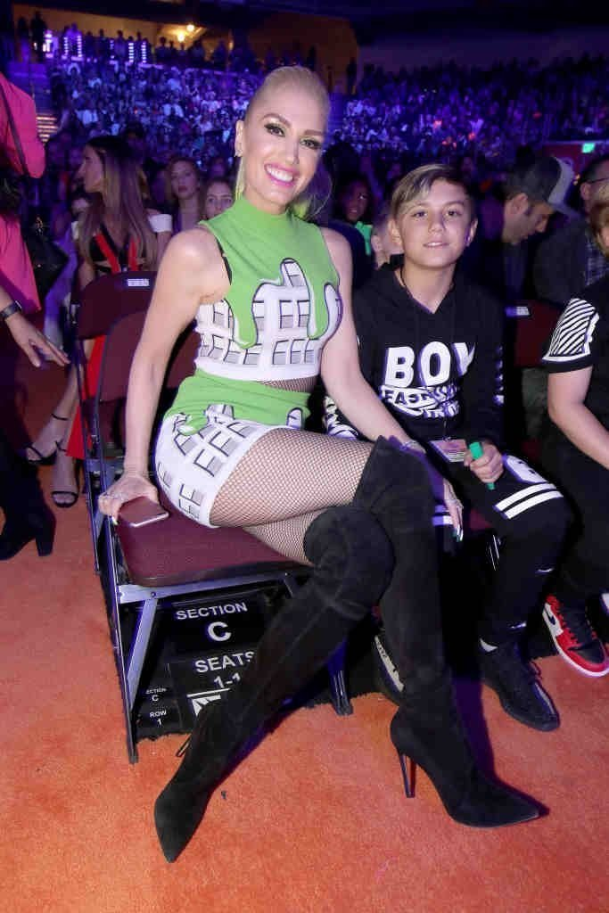 Singer Gwen Stefani (L) and Kingston Rossdale at Nickelodeon's 2017 Kids' Choice Awards at USC Galen Center | Getty Images