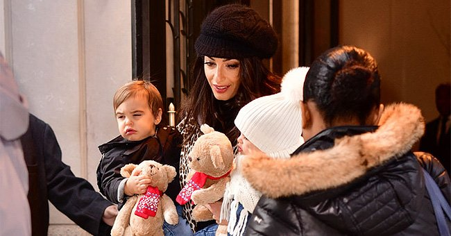 Amal Clooney seen with her children Alexander and Ella Clooney on December 6, 2018, in New York City   Photo: James Devaney/GC Images/Getty Images