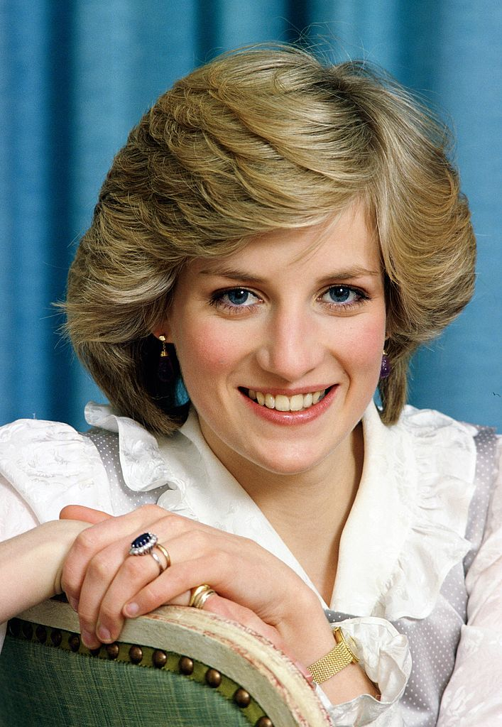 Diana, Princess of Wales, pictured wearing her sapphire engagement ring in Kensington Palace. | Photo: Getty Images