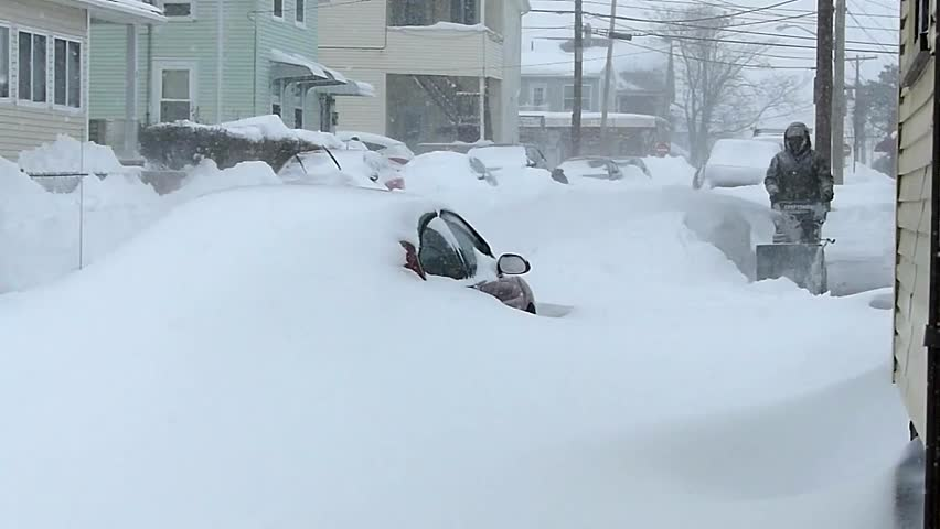 A man clearing a blizzard | Photo: Shutterstock