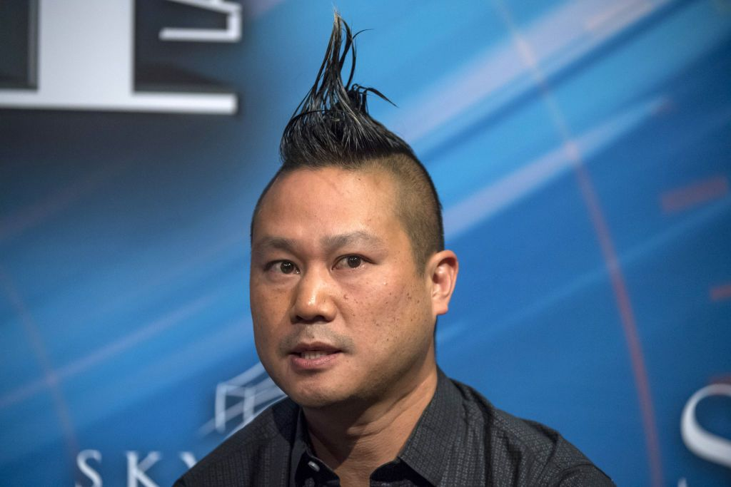 Late Tony Hsieh, former CEO of Zappos.com Inc., speaking at the Skybridge Alternatives (SALT) conference in Las Vegas, Nevada. | Photo: David Paul Morris/Bloomberg via Getty Images