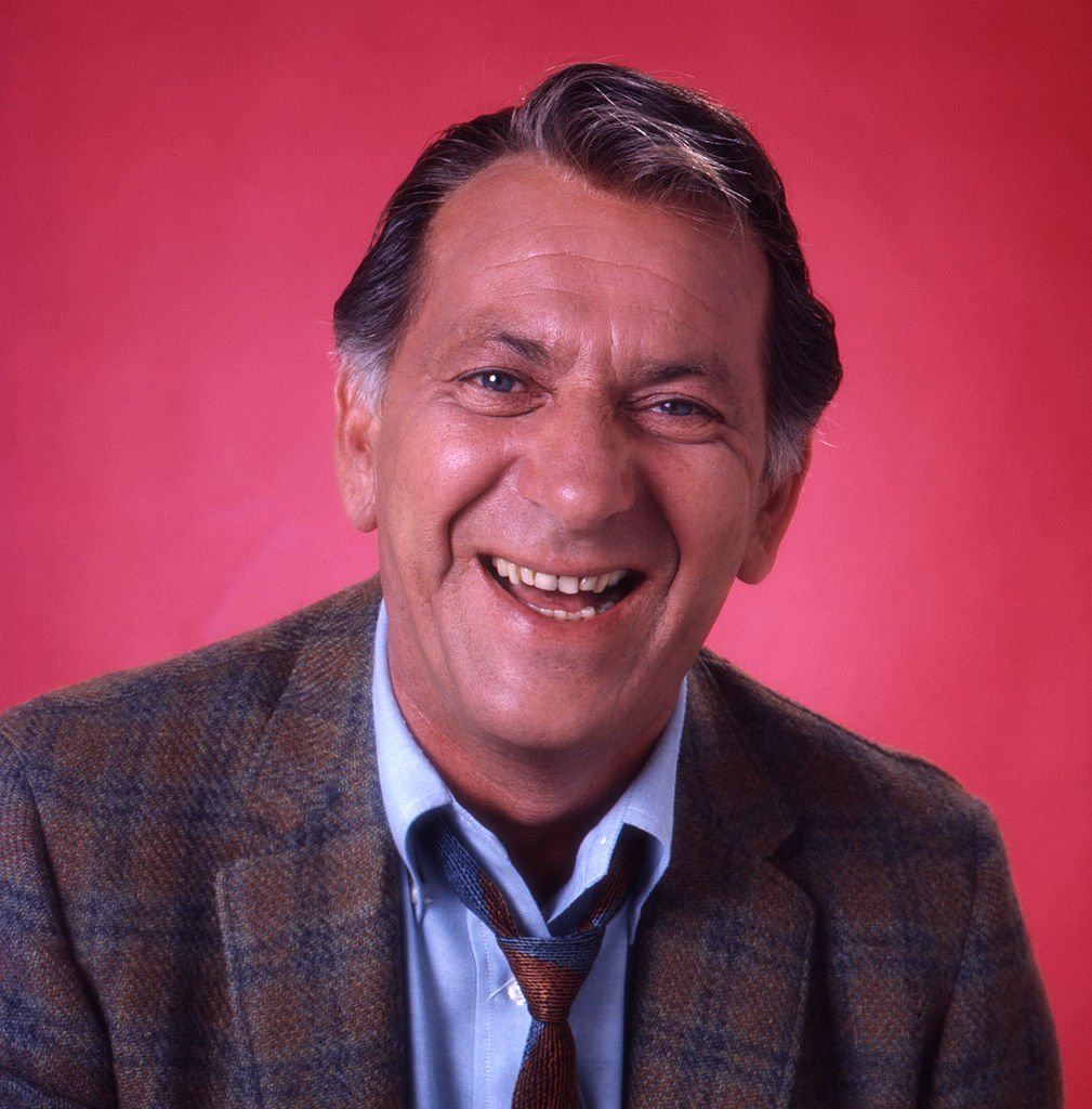 """Jack Klugman on the set of """"The Odd Couple"""" season five on September 12, 1974   Photo: Getty Images"""