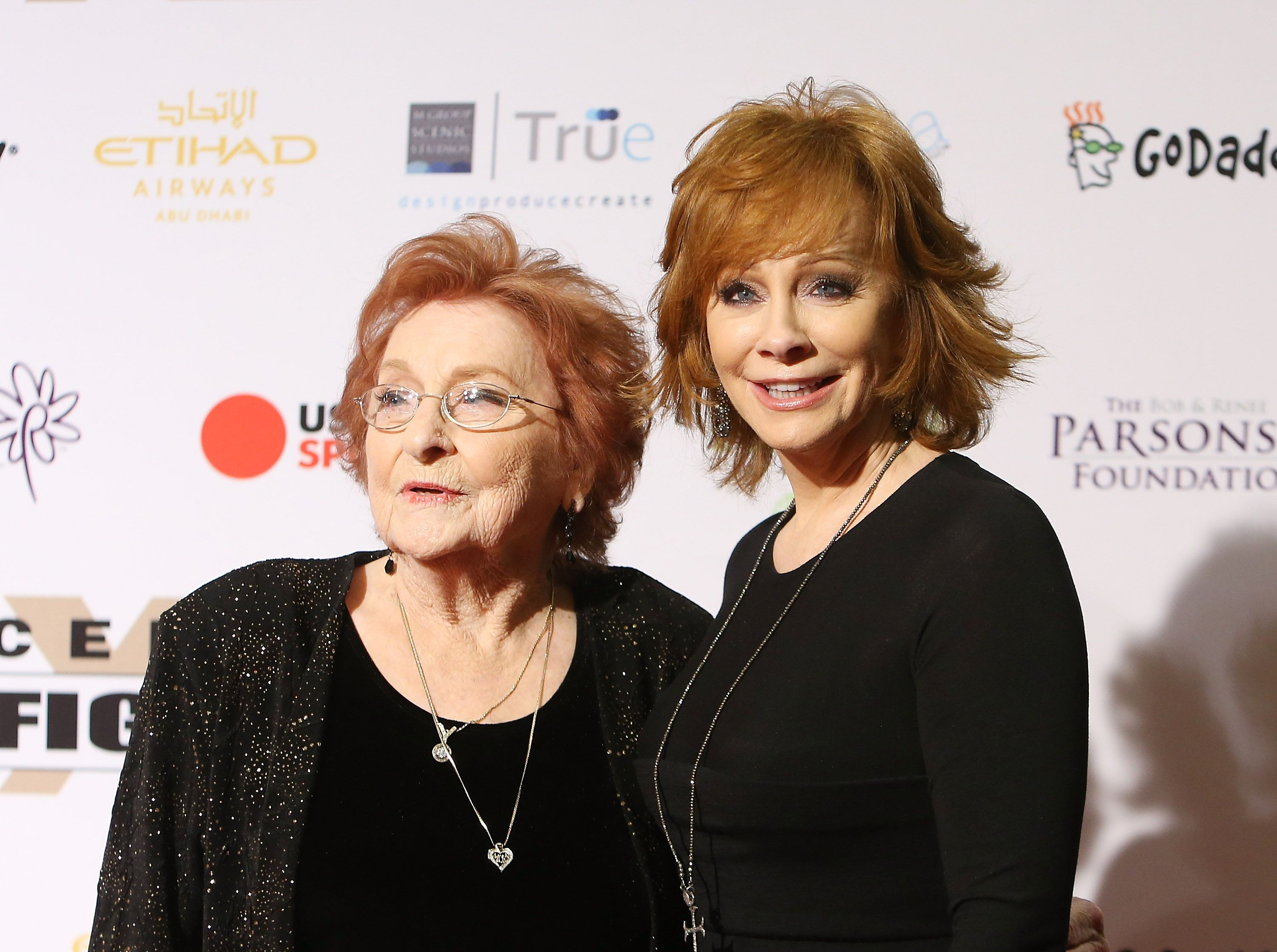 Jacqueline and Reba McEntire at Muhammad Ali's 22nd Celebrity Fight Night on April 9, 2016, in Phoenix, Arizona | Photo: Michael Tran/FilmMagic/Getty Images