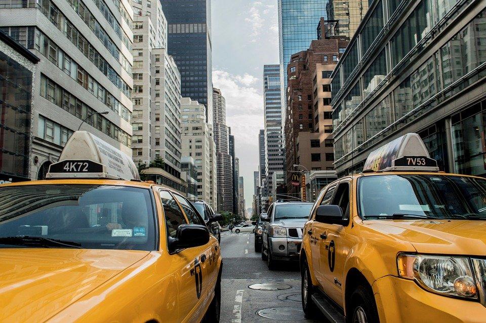 Tráfico repleto de taxis │Imagen tomada de: Pixabay