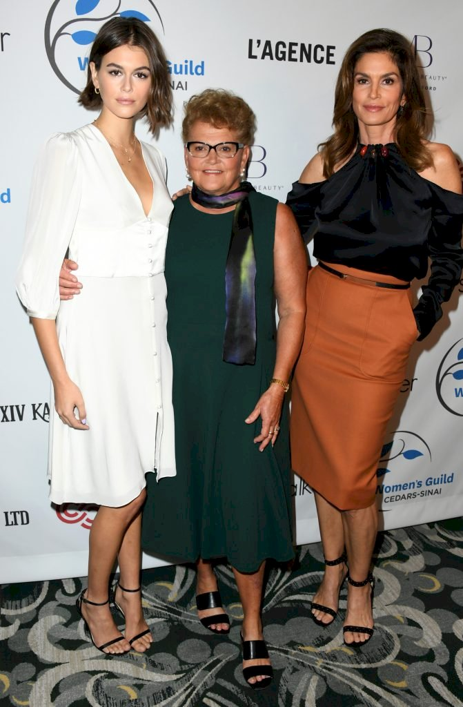 BEVERLY HILLS, CALIFORNIA - NOVEMBER 06: Kaia Gerber, Jennifer Sue Crawford-Moluf and Cindy Crawford attend Women's Guild Cedars-Sinai Annual Luncheon at Regent Beverly Wilshire Hotel on November 06, 2019 in Beverly Hills, California. (Photo by Jon Kopaloff/FilmMagic)
