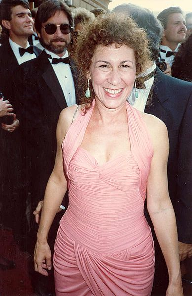 Rhea Perlman on the red carpet at the 40th Annual Primetime Emmy Awards. | Source: Wikimedia Commons