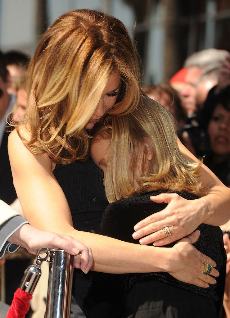 Actress Felicity Huffman and her daughter Sophia share a moment as William H. Macy and Felicity Huffman are honored with a star on The Hollywood Walk Of Fame in Hollywood, California | Photo: Getty Images