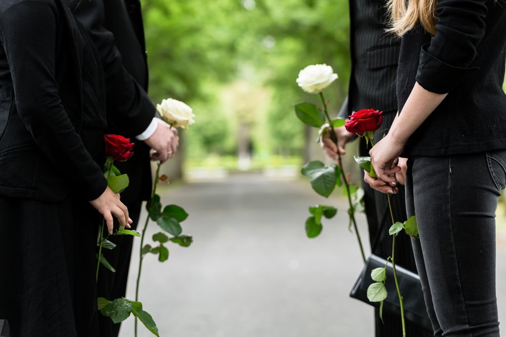Family at funeral | Photo: Shutterstock