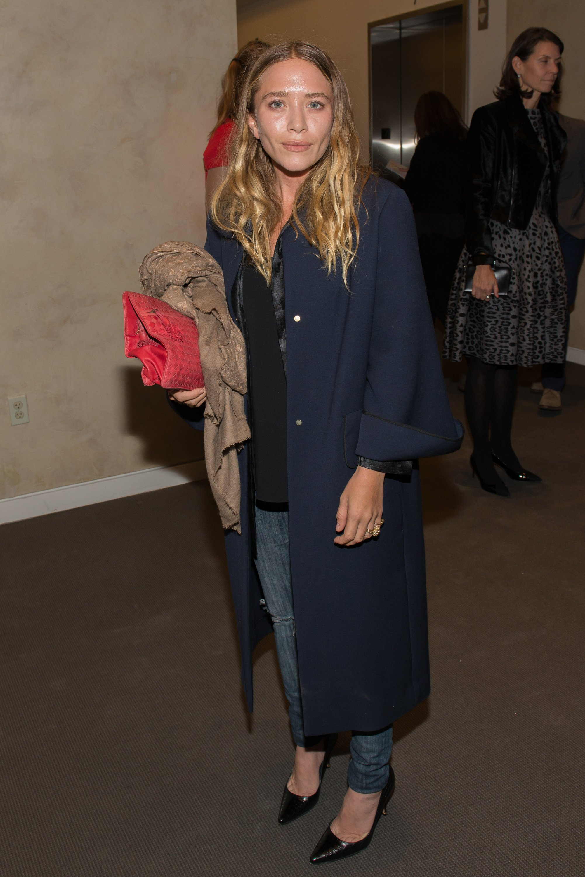 Mary-Kate Olsen attends the Take Home A Nude Event at Sotheby's on October 9, 2014, in New York City. | Source: Getty Images.