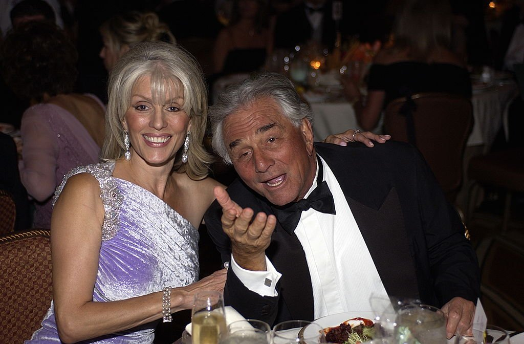 Peter Falk and wife Shera Danese at the 11th Annual St. John's Health Center Caritas Award Gala, on May 21, 2004 | Photo: GettyImages