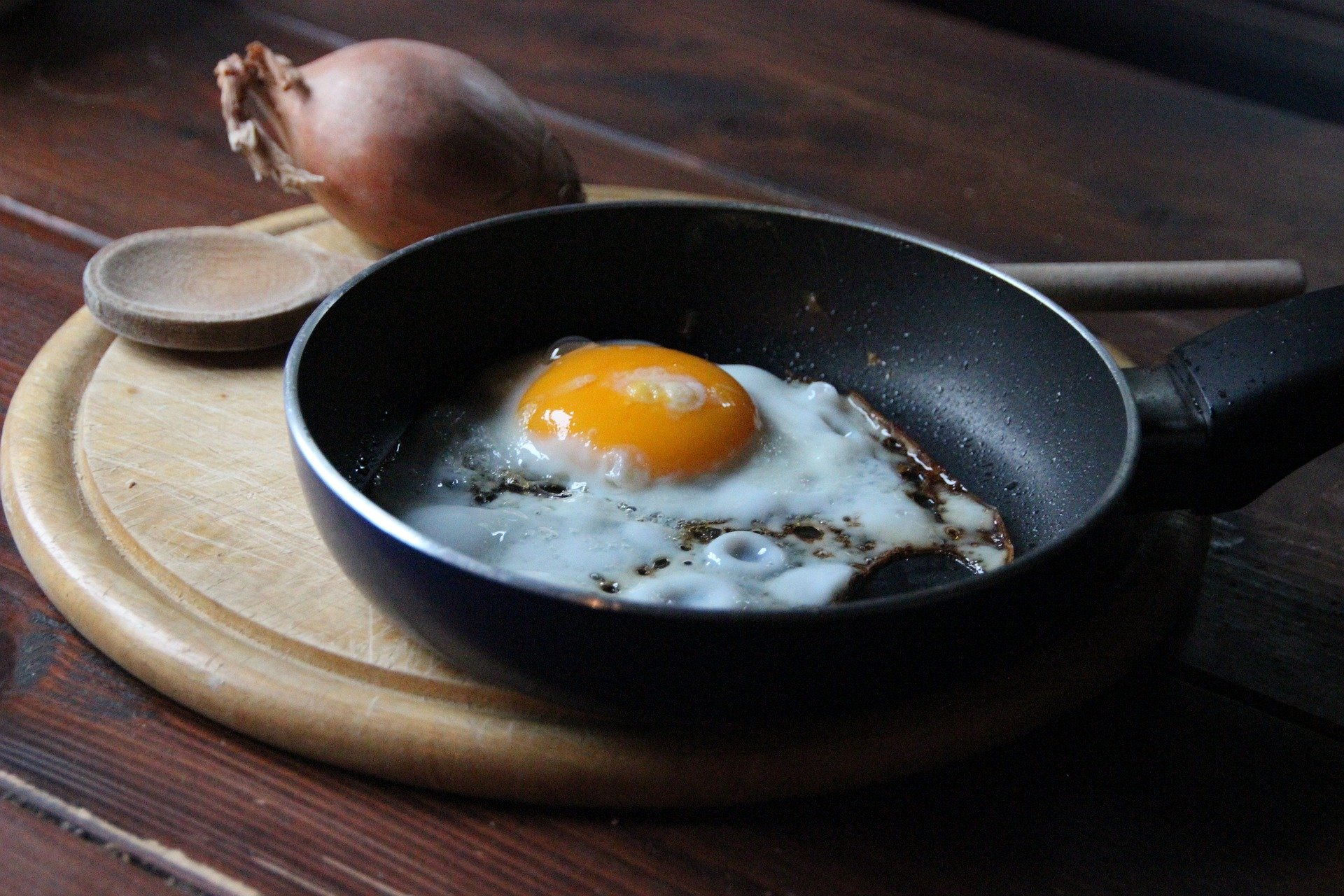 An egg frying in a pan.   Source: Pixabay