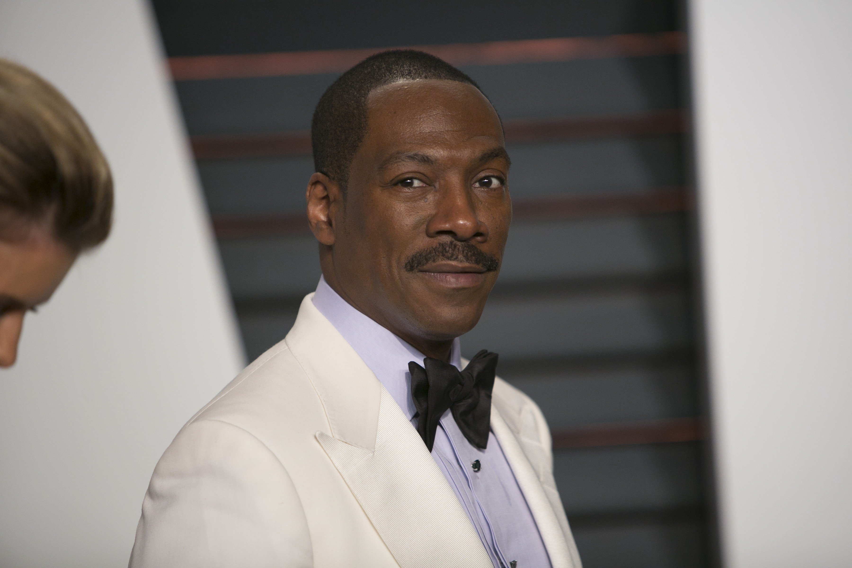 Eddie Murphy posing at the  2015 Vanity Fair Oscar Party on February 22, 2015 in Beverly Hills, California. | Source: Getty Images