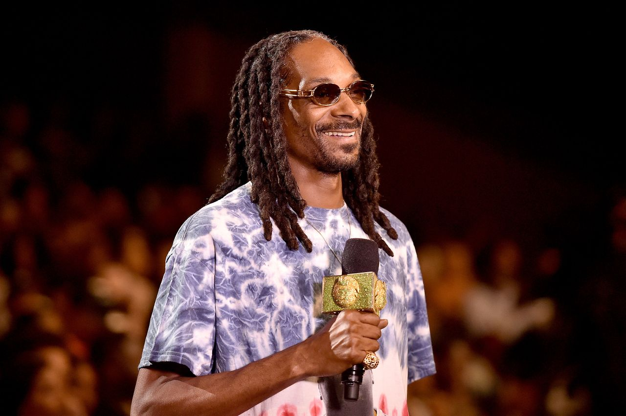 Snoop onstage at the BET Hip Hop Awards Show 2015 at the Atlanta Civic Center on October 9, 2015 in Atlanta, Georgia. | Source: Getty Images