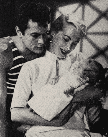 Tony Curtis, Janet Leigh, and daughter Kelly Curtis, from Photoplay. | Source: Wikimedia Commons