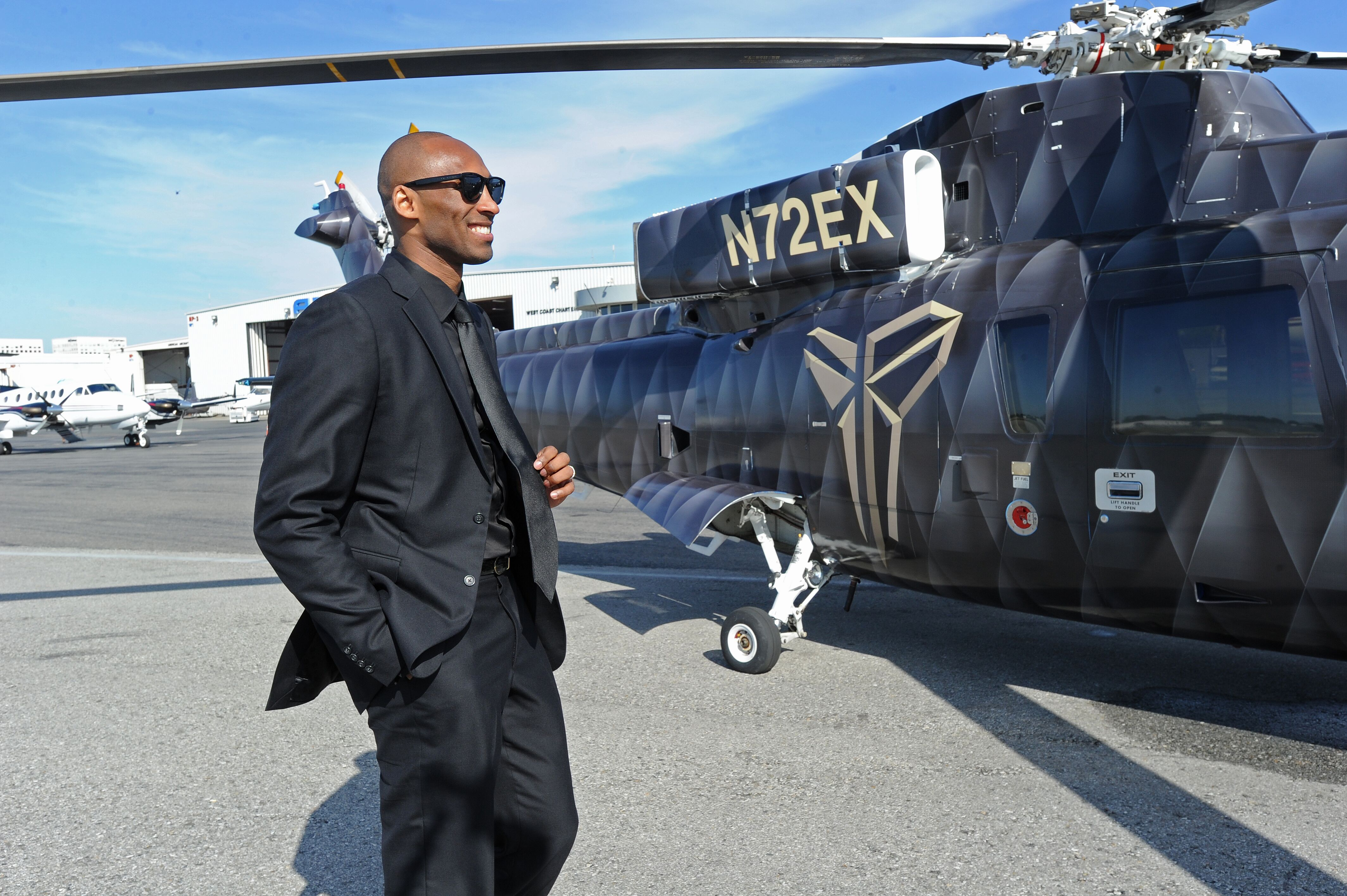 Kobe Bryant boarding a helicopter on the way to his last game against the Utah Jazz in April 2016/ Source: Getty Images