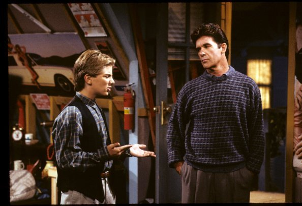 Jeremy Miller and Alan Thicke on set of popular Tv show, Growing Pains | Photo: Getty Images