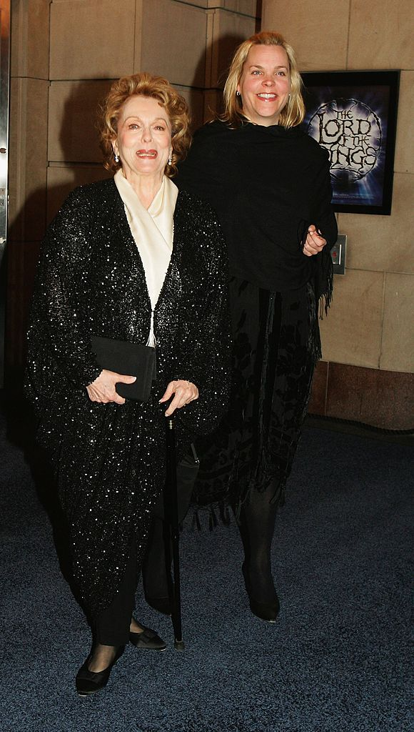 Shirley Douglas and her daughter Rachel Sutherland arrive at the gala premiere 'Lord of the Rings' play on March 24, 2006 in Toronto, Canada | Photo: GettyImages