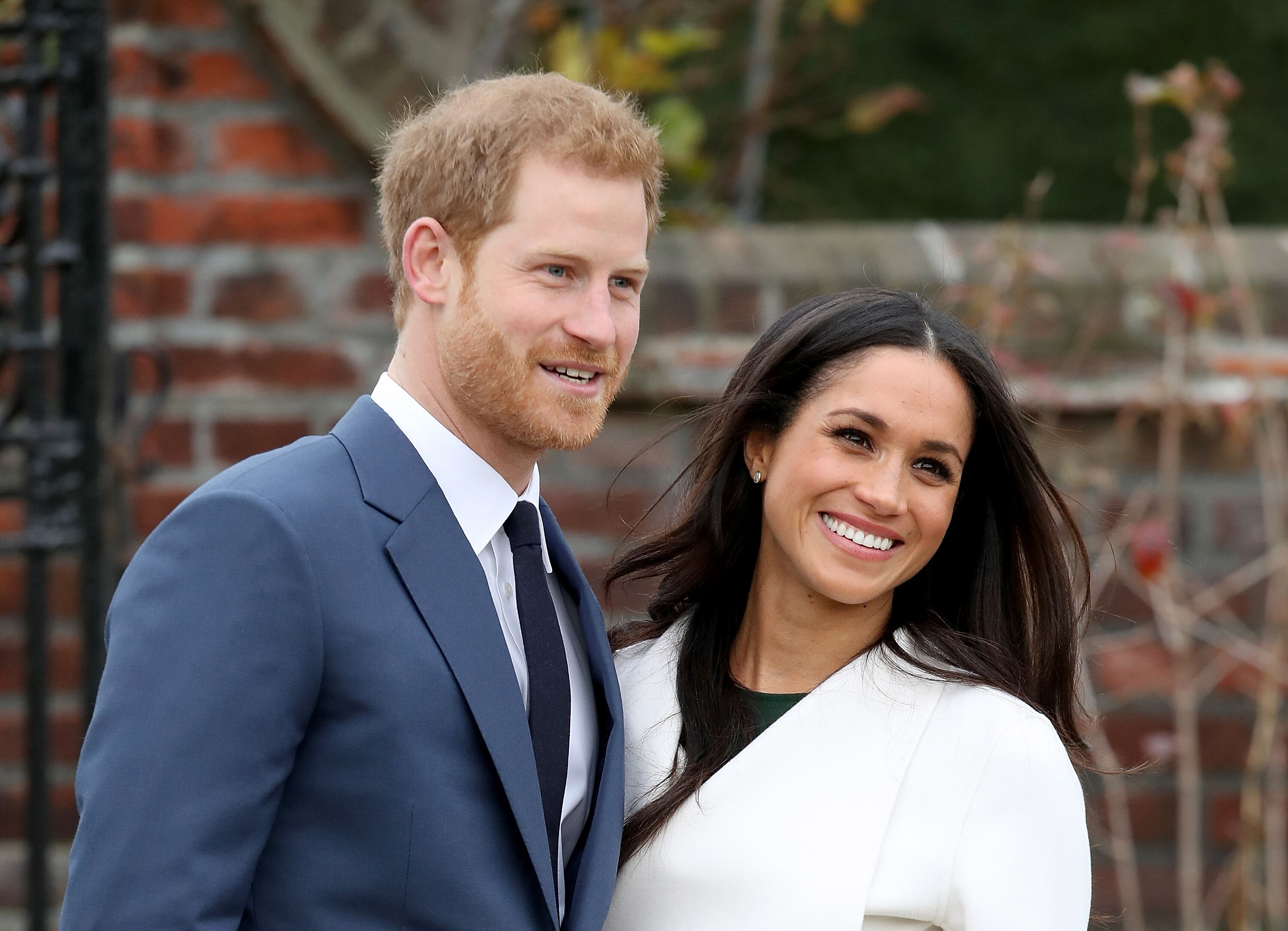 Prince Harry and actress Meghan Markle during an official photocall to announce their engagement at The Sunken Gardens at Kensington Palace on November 27, 2017   Photo: Getty Images