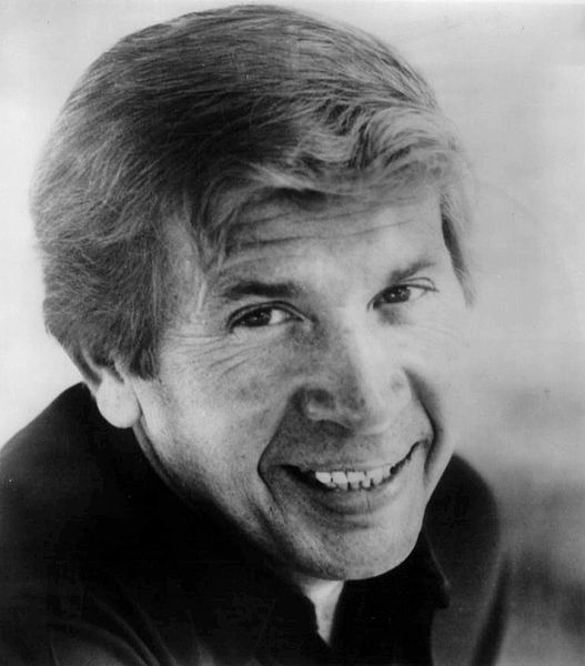 Publicity photo of singer Buck Owens. | Source: Wikimedia Commons