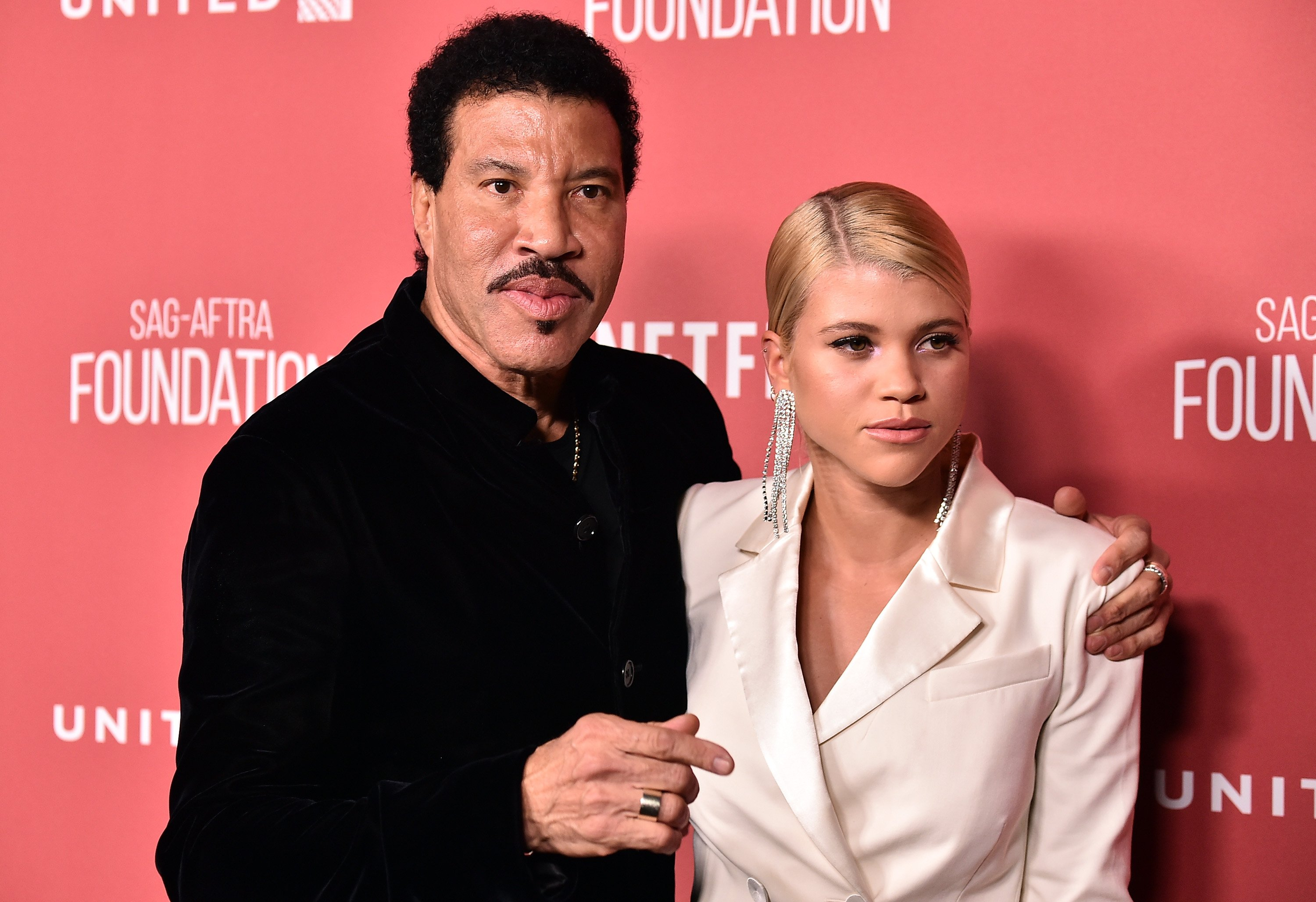 Legendary singer Lionel Richie and daughter Sofia Richie attend the SAG-AFTRA Foundation Patron of the Artists Awards 2017 on November 9, 2017. | Photo: Getty Images