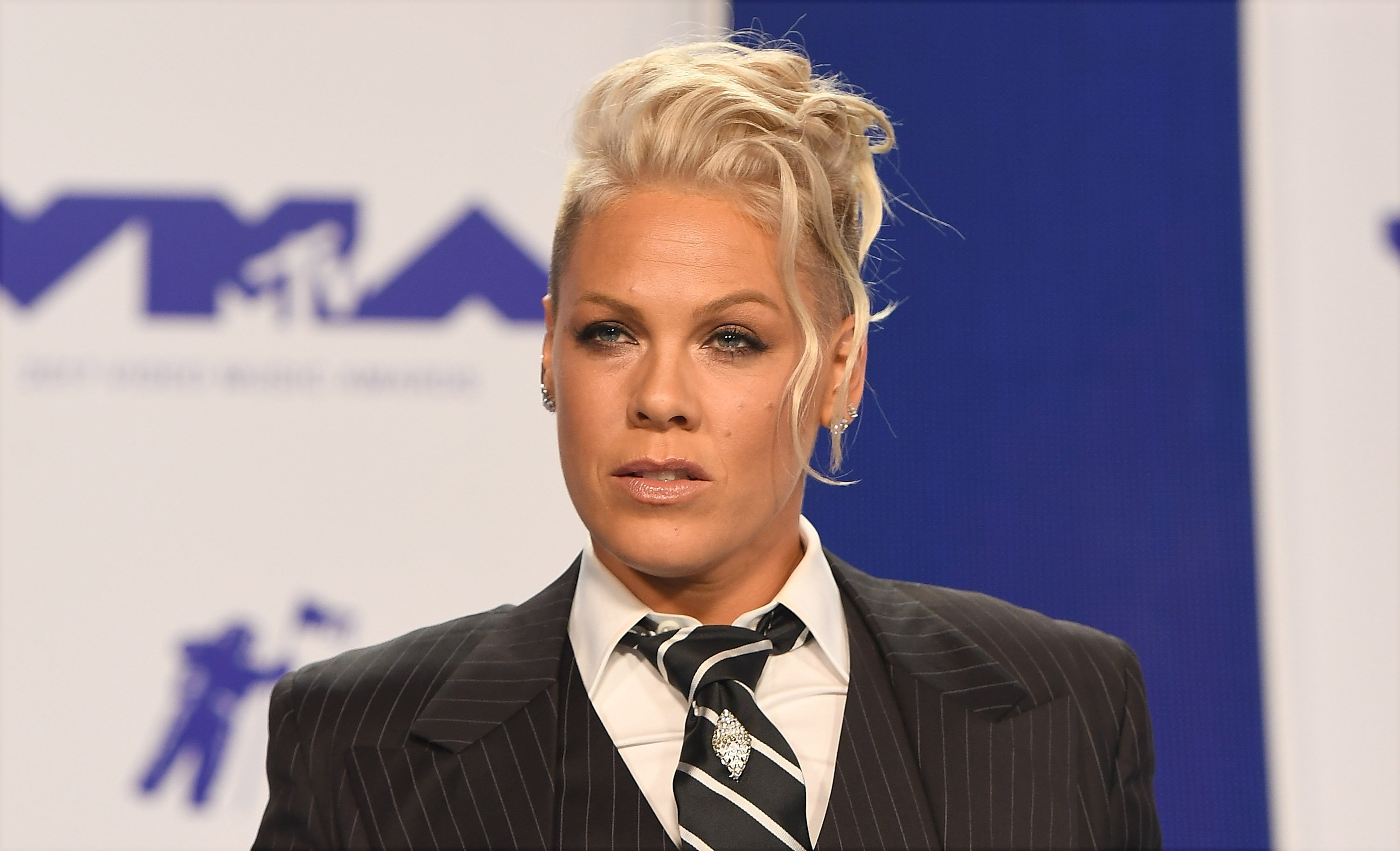 Singer Pink at the 2017 MTV Video Music Awards at The Forum on August 27, 2017 in Inglewood, California | Photo: C Flanigan/Getty Images