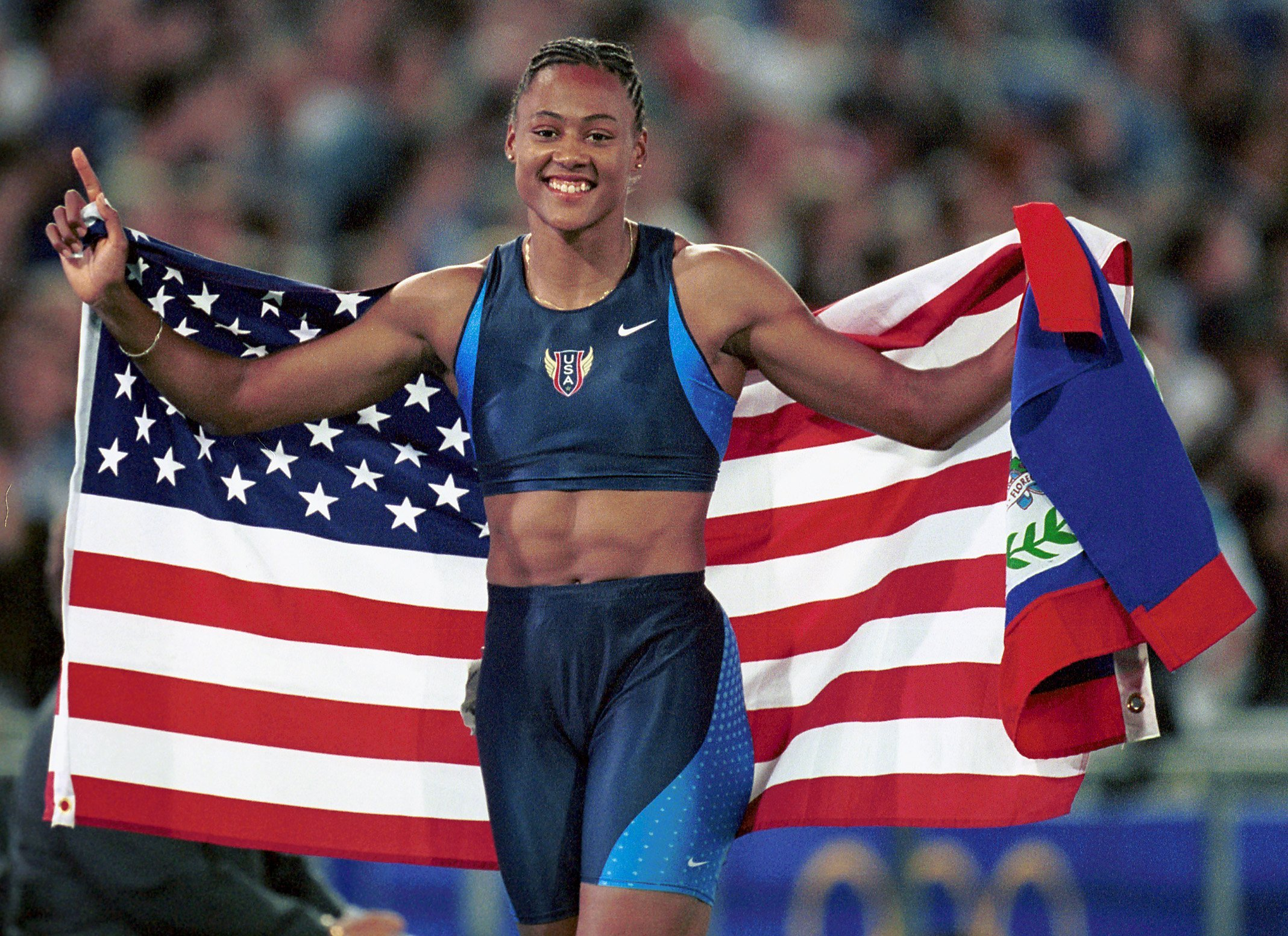 Marion Jones of the US after winning the Women's 200 meter gold medal at the 2000 Olympics in September 2000 | Photo: Getty Images