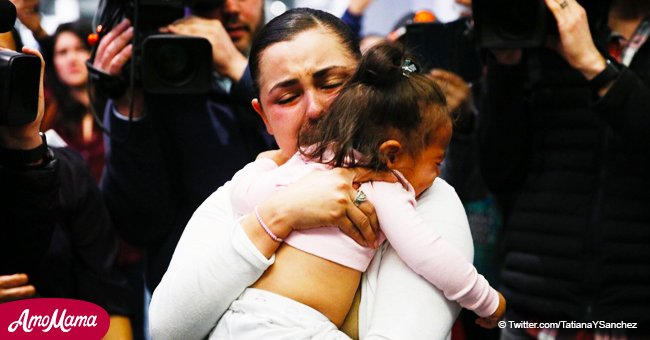 Emotional reunion of Honduran mom with her baby after a month-long separation at the border