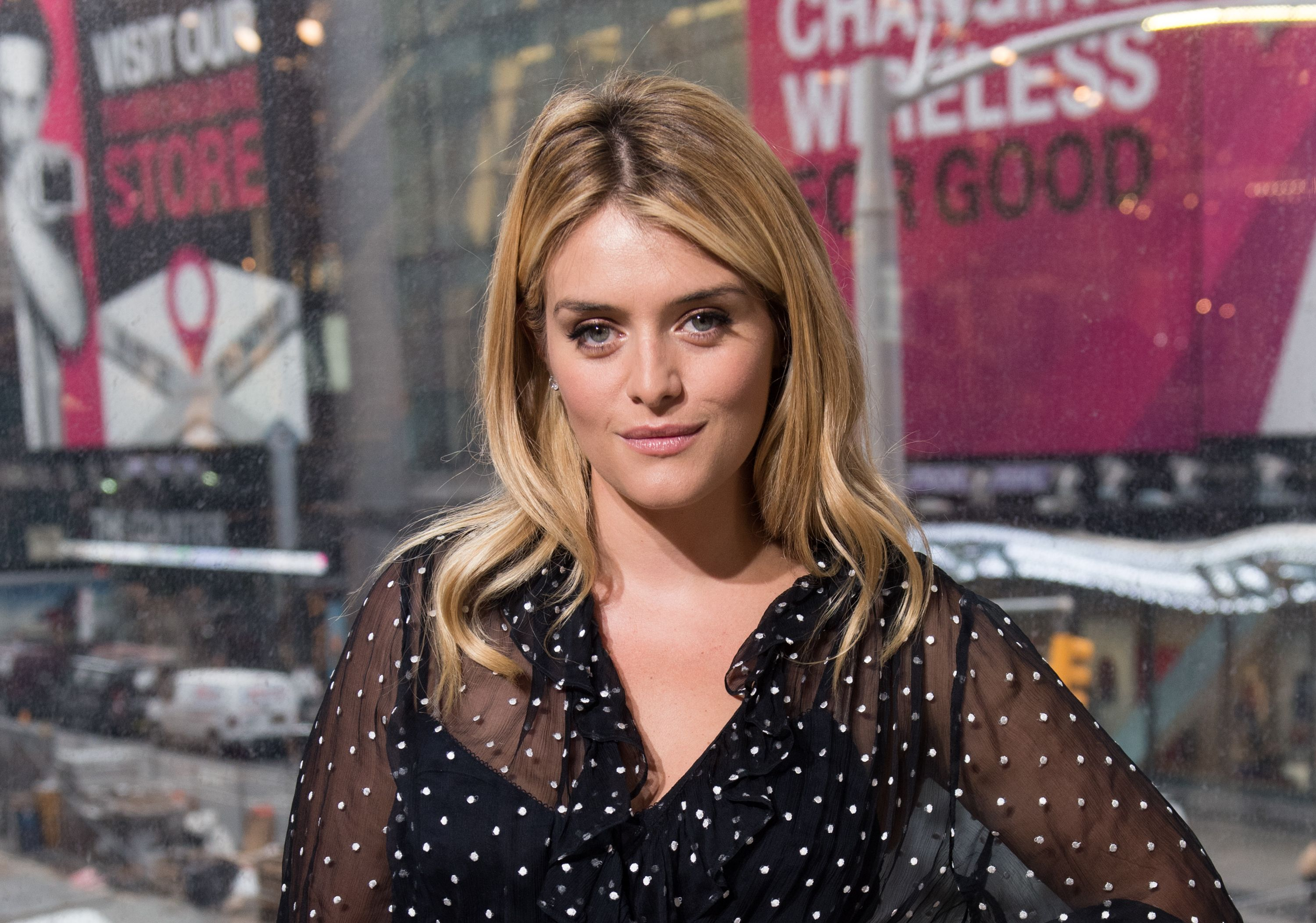 "Daphne Oz visits ""Extra"" at H&M Times Square on September 27, 2016 in New York City 