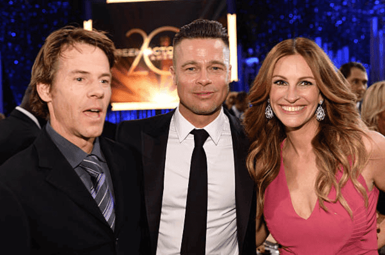 Danny Moder, Brad Pitt, and Julia Roberts mingle with celebrities at the 20th Annual Screen Actors Guild Awards, on January 18, 2014, in Los Angeles, California | Source: Getty Images (Photo by Dimitrios Kambouris/WireImage)