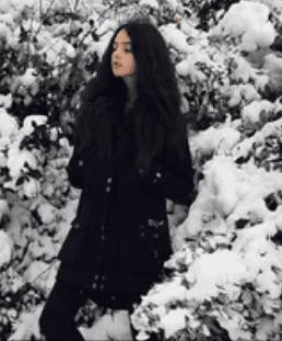 Deva Cassel prend la pose en hiver. | Capture d'ecran Femme Actuelle