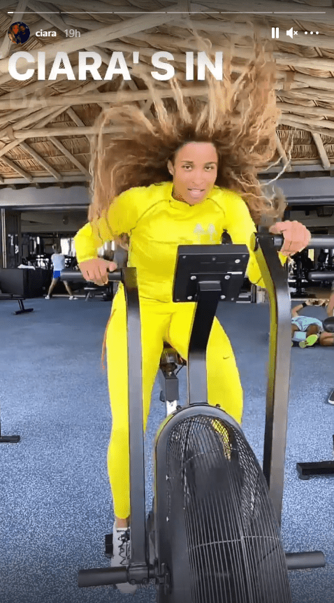 Singer Ciara dressed in a yellow tracksuit, working out in the gym. | Photo: Instagram/ciara