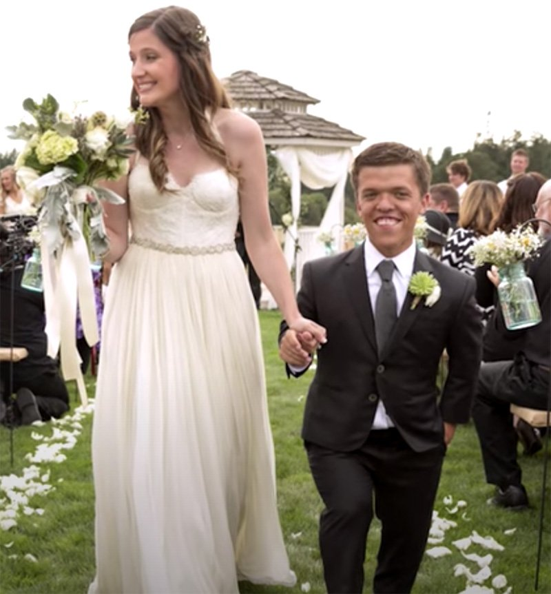 """Tori Roloff and Zach Roloff from """"Little People, Big World"""" on the day of their wedding in 2015. I Image: YouTube/ TLC"""